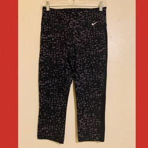 Nike Dri~Fit Workout Capri legging Small